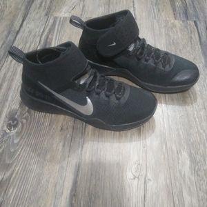 Nike Air Zoom Sneakers Size 8 Strong 2 Selfie Shoe